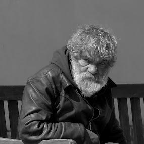 Tvář časem znamenaná by Věra Tudy - People Portraits of Men