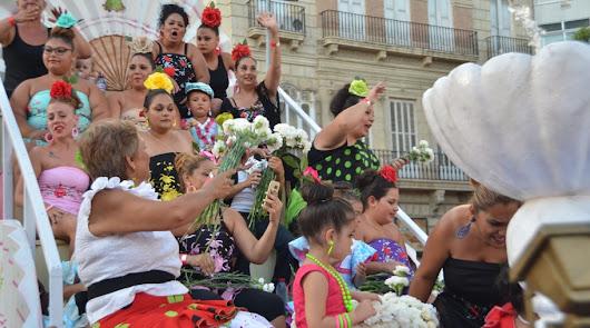 Once carrozas y 20.000 claveles engalanarán el recorrido de la Batalla de Flores