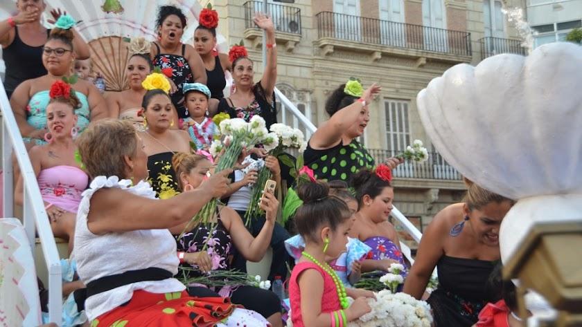 La Batalla de Flores volverá a llenar de color las calles de Almería.