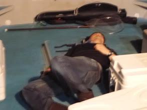 Photo: ホンダさんは、ダウン。 夜釣りは酔いやすいです。
