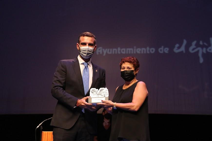Cáritas Parroquial hizo una gran labor ante la pandemia y recibió su reconocimiento.