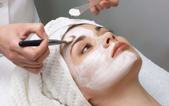 Light chemical peel in Manchester