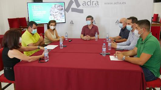 Miembros del ejecutivo abderitano se han reunido con los representantes de Coag, Asaja y Upa.