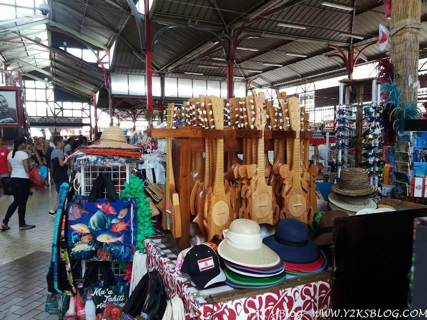 Ukulele in vendita al mercato di Papeete - Tahiti