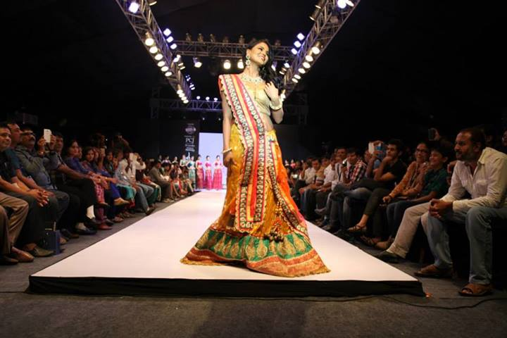 Veena Malik in indian dress, Veena Malik fashion show