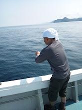 Photo: ナイトウさん! CRAZY JERK 炸裂ですね! ・・・Tシャツもヨロシクです! ハガツオ!水面でバレました・・・。 いいサイズでしたが。