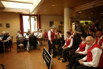 Photo: Alle warten gespannt auf die Musik