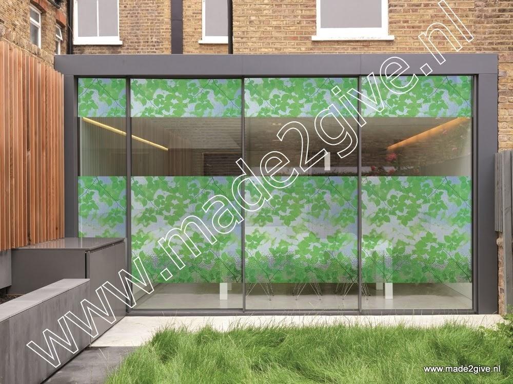 Raamfolie groene bladmotieven impressie