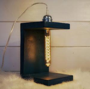 lampe béton couleur bleu canard avec son ampoule à filaments