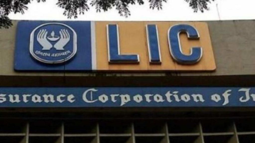 1.14 Lakh LIC Employees Protest Against Privatisation; Massive Strike On This Date
