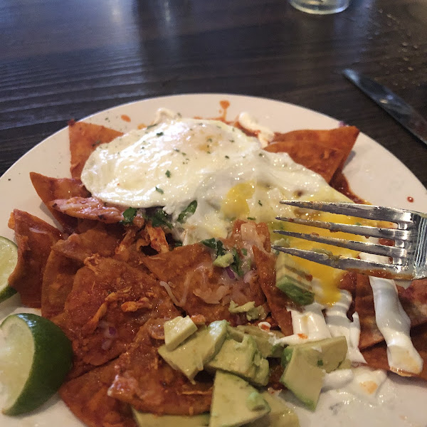 chilaquiles con pollo with 2 eggs on top (eggs are $2 extra)