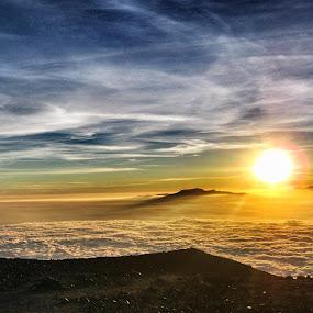Sunrise at Mahameru by Bobby Dozan - Novices Only Landscapes ( sky, semeru mountain, cloud, mahameru mountain, tourism, sun )
