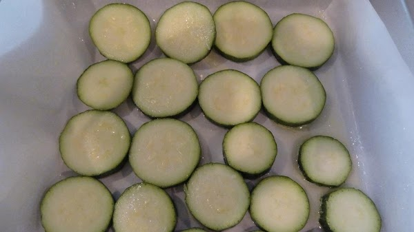 PUT IT ALL TOGETHER: Wash and slice the zucchini and place a single layer (half...