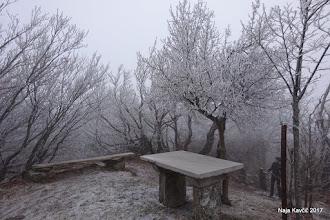 Photo: ... in kamnita miza, ki danes nikogar ne gosti