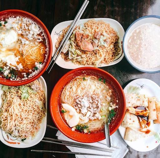 超愛這家 宵夜聚餐必吃 想不到什麼也來這家就對了哈哈哈 最愛麻油肉絲蛋麵線湯!