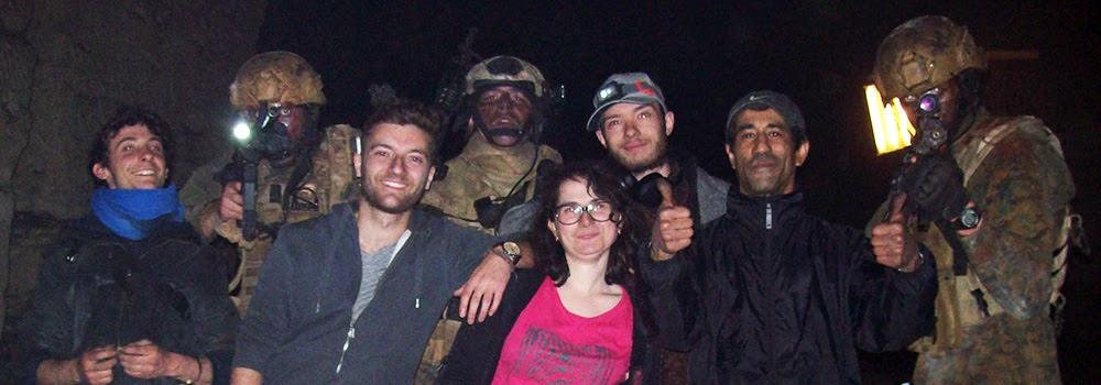 Équipe de tournage : Adieu mon rêve américain. Régleur cascades et chorégraphe de combat : Alexis DIENNA. Escrime Cascade : https://www.escrimecascade.com/