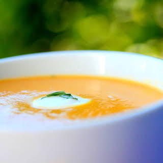Recipe for Carrot-Leek Soup with Tarragon and a touch of cream.
