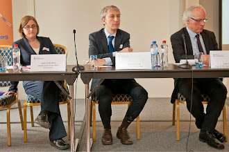 Photo: From left to right: Jayne Hardwick – UK Equality and Human Rights Commission, Andreas Stein – Head of Unit, Equal Treatment Legislation D.1, DG Justice EC, Jozef de Witte – Chair of the Equinet Executive Board and Director of the Centre for Equal Opportunities and Opposition to Racism (Belgium)