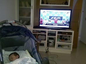 Photo: Davi, em sua primeira corrida de F1 com o pai, torcendo pela vitória do mexicano Sergio Perez.. Não foi dessa vez, mas quem sabe da próxima!