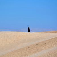 walking in Judaean desert di
