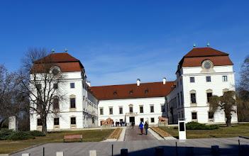Photo: Valaha vár, későb várkastély, mára kastélymúzeummá alakult pápai Esterházy-kastély.