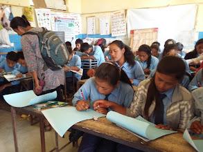 Photo: Children enthusiastically making sketches