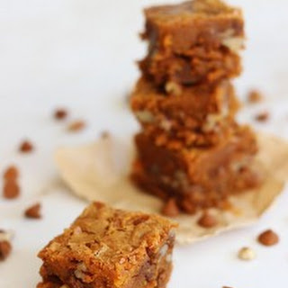 Cinnamon Chip Blondies with Brown Sugar Pecan Streusel