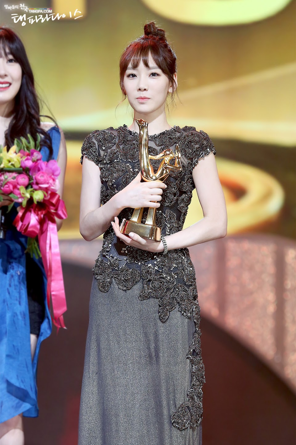 taeyeon gown 10