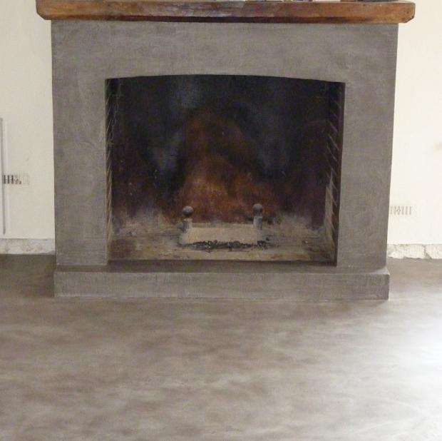 rénovation de cheminée en béton ciré par Les Bétons de Clara réseau de franchise rénovation de l'habitat