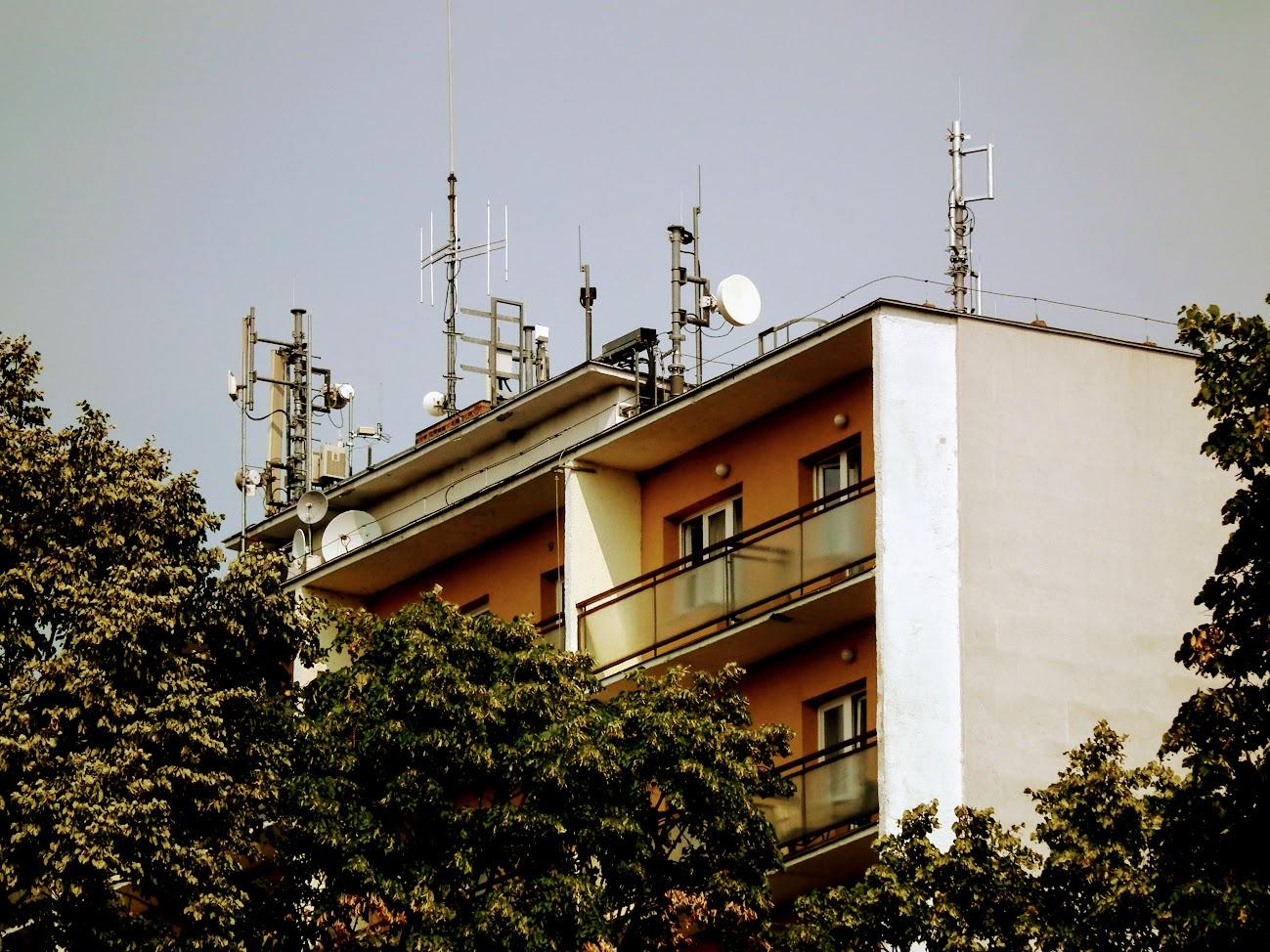 Keszthely/kollégiumi épület - helyi URH-FM adóállomás