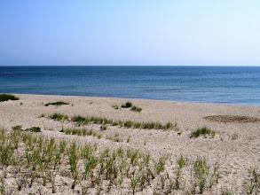 Photo: Autiota hiekkarantaa ja aavaa merta