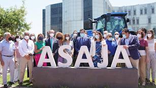 Personalidades asistentes al encuentro en Asaja.