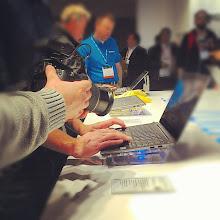 Photo: #2013ces Es tecnología! #foto a la #computadora