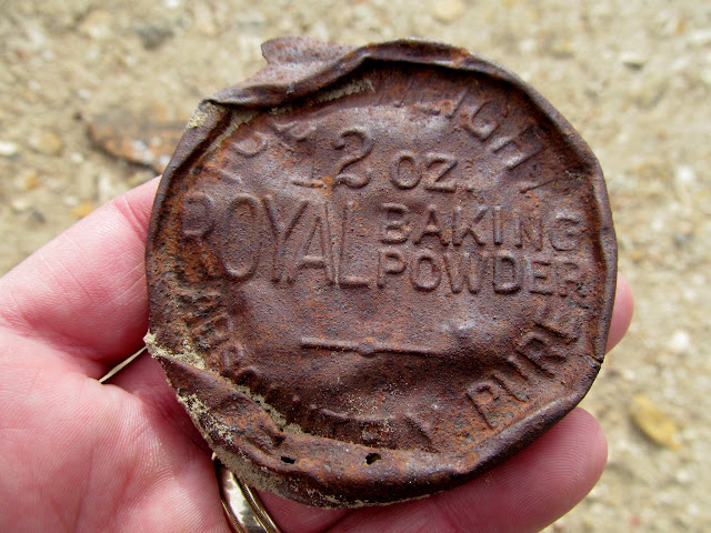 Royal Baking Powder lid