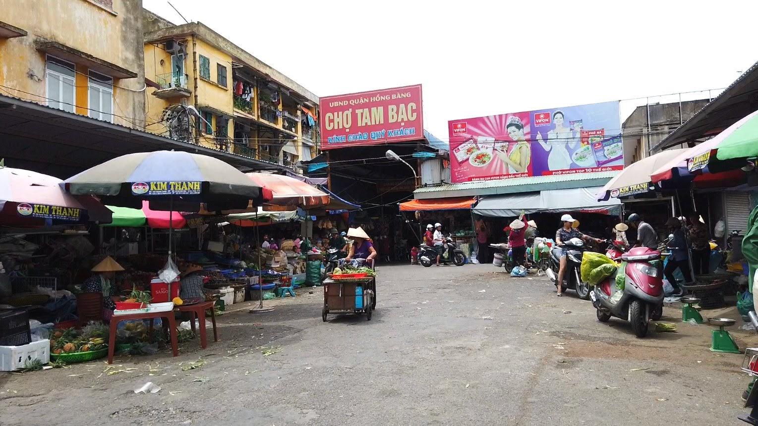 Bên trong chợ bán vải may mặc tại Hải Phòng