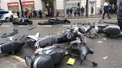 Accidente con heridos en la Travessera de Gràcia de Barcelona. / GUARDIA URBANA