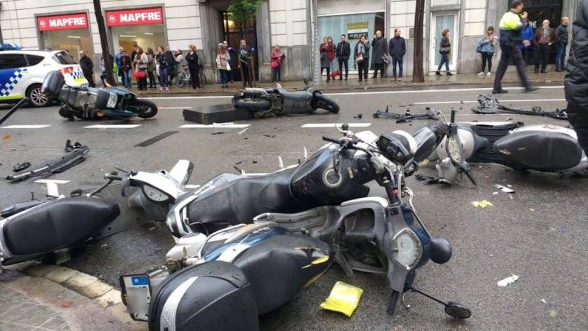 Una niña herida grave en Barcelona al arrollar un coche a varios peatones