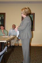 Photo: Karen teaches about the bar (association)