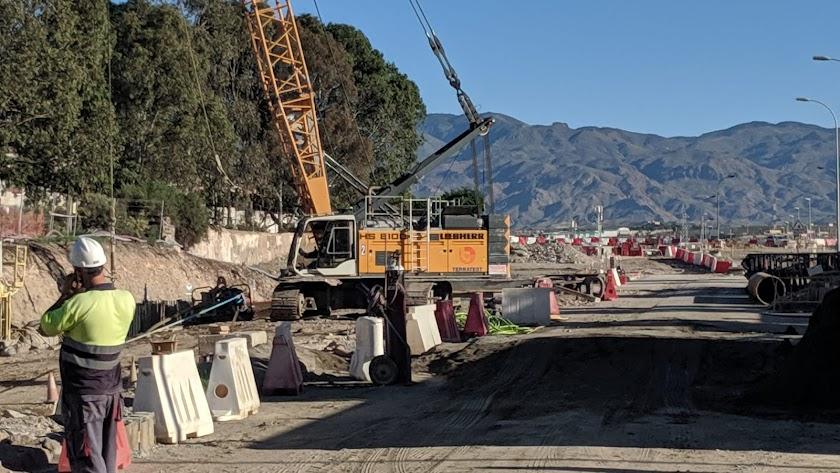 Obras de soterramiento en el paso a nivel de El Puche.