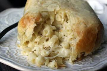 Decadent Brie Macaroni & Cheese En Croute