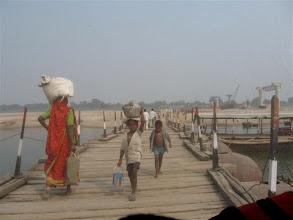 Photo: pontonový most přes Jamunu