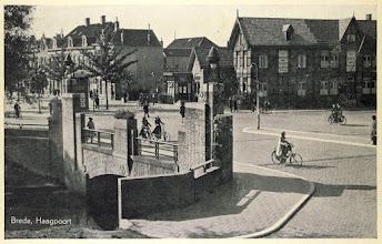 Photo: 1941 Haagpoort gezien richting Princenhage met op de voorgrond de Haagpoortbrug