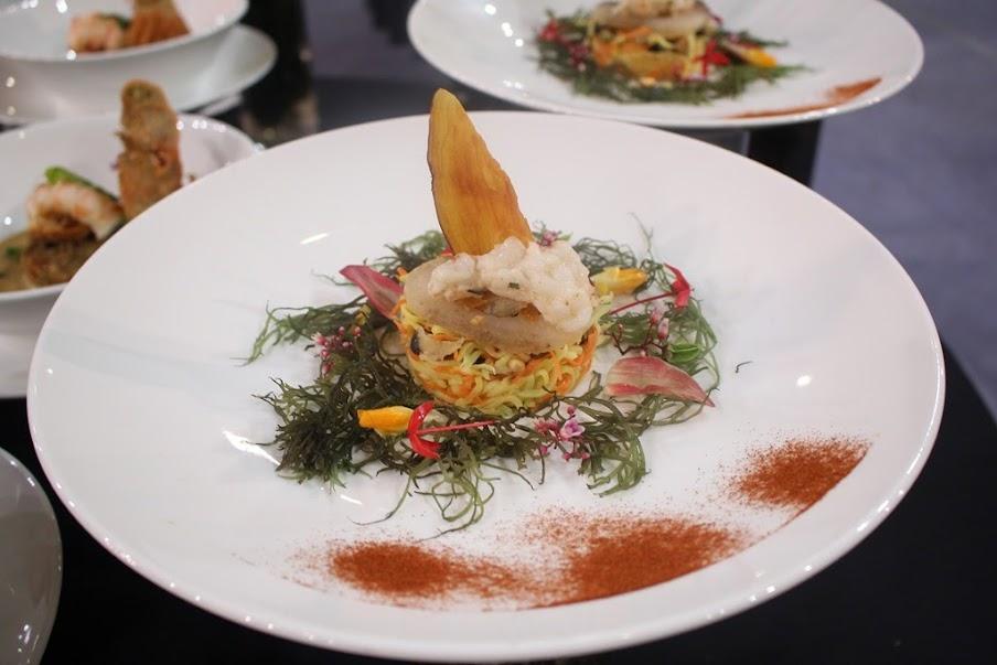 Gỏi hàu ống Lý Sơn ăn kèm tôm hùm New Zealand và hải sâm Lý Sơn