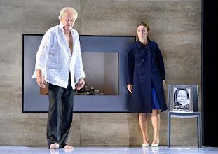 """Photo: WIEN/ Theater in der Josefstadt: """"VOR SONNENUNTERGANG"""" von Gerhard Hauptmann. Premiere 3.9.2015. Michael König, Pauline Knof. Copyright: Barbara Zeininger"""