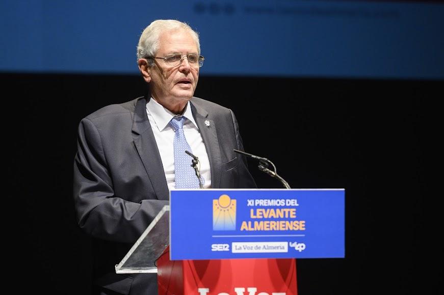 Jorge Carmelo, el alcalde de Vera, cerrando el acto.