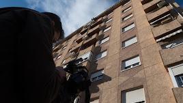 La mujer y el niño fallecieron tras precipitarse al vacío desde un sexto piso.
