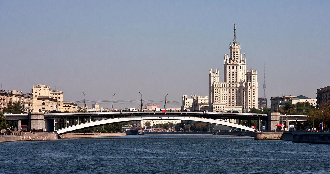 Photo: モスクワ、Большой Краснохолмский мост (Bolshoy Krashokholmsky Bridge)   By dcastor via Wikimedia Commons (public domain)   http://goo.gl/KLoyHG   『モスクワは涙を信じない』 http://goo.gl/MlcorS