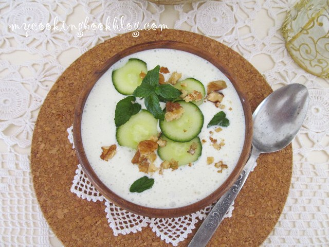 Разхлаждаща млечна супа с краставици