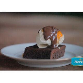 Chocoladecake Met Vanille-ijs En Sinaasappel