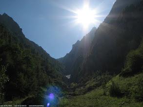"Photo: Poiana ""La Verdeata"": verdeata, o cruce de fier (se vede in stanga)... priveliste frumoasa atat spre Valea Alba si zapada inca ramasa acolo, cat si spre Valea Prahovei...  Blog post: http://l.blog.iacob.name/2016/07/poiana-la-verdeata-costilei-caminul-alpin.html"